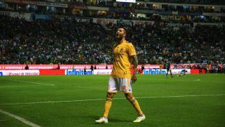 Gignac festeja con su afición el campeonato de Tigres