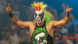 Psycho Clown hace su entrada al ring