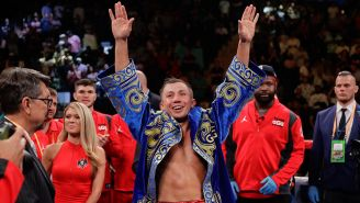 Gennady Golovkin celebra su victoria ante Steve Rolls