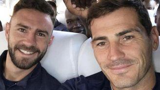 Layún y Casillas se toman foto juntos
