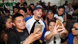 Andy Ruiz en su visita al  Centro Deportivo Olímpico Mexicano