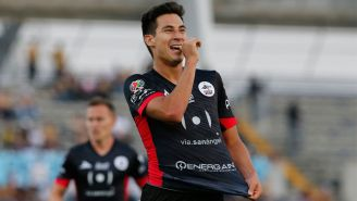 Mauro Lainez festeja gol con Lobos BUAP