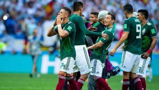 Chicharito Hernández y los jugadores del Tri festejan tras la victoria
