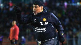 Diego Maradona durante un encuentro ante Correcaminos