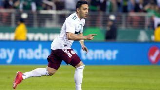 Marco Fabián celebra un gol ante Islandia