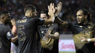 Jugadores de Costa Rica celebran anotación contra Nicaragua
