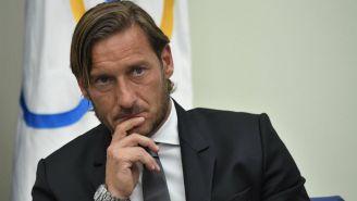 Totti anunciando su salida de la Roma
