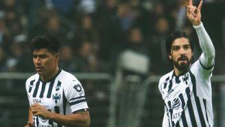 Gallardo y Pizarro durante un juego con Rayados