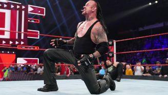 The Undertaker festeja en el ring de la WWE