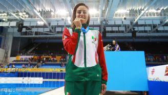 Paola Espinosa muerde su medalla en Panamericanos