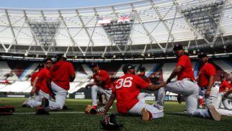 Jugadores de Red Sox se entrenan en el Olímpico de Londres