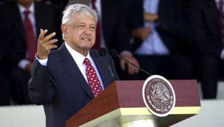 López Obrador habla en un evento en el Campo Marte