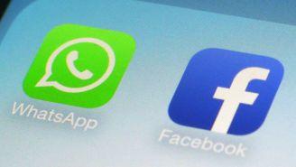 Aplicación de Whatsapp y Facebook en un celular