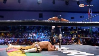 Momento en que Blue Demon Jr. atacó a Dr. Wagner Jr.