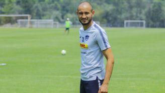 Carlos González en entrenamiento con Pumas