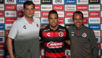 Camilo Sanvezzo en su presentación como jugador de Xolos