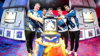Los jugadores de Team Liquid festejan tras ganar la CRL West