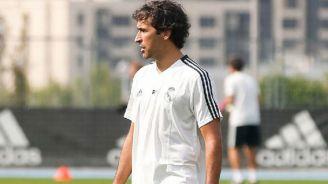 Raúl González dirige una práctica del Real Madrid infantil