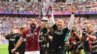 John Terry festeja el ascenso a la Primera División