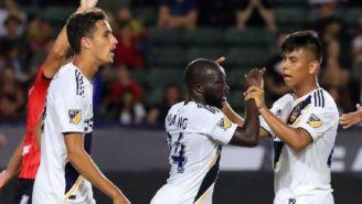 Jugadores del Galaxy festejan un gol vs Tijuana