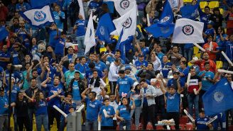 Aficionados de Cruz Azul en el juego contra Toluca