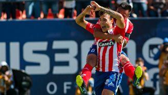Jugadores del Atlético San Luis festejan un gol