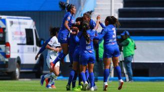 Jugadoras de Cruz Azul festejan un gol en el Apertura 2019