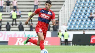 Alan Pulido durante un partido de Chivas
