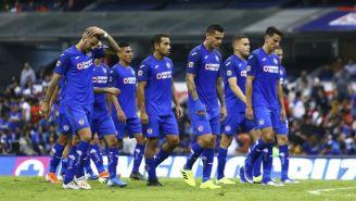Jugadores de Cruz Azul tras un partido en el Estadio Azteca