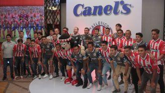 Futbolistas del Atlético San Luis posan para la foto oficial