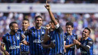 Jugadores de Querétaro festejan un gol