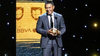 Nacho Ambriz recibe el Balón de Oro de la Liga MX como mejor D.T.