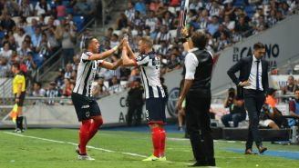 Vincent Janssen ingresa al terreno de juego por Funes Mori