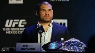 Caín Velásquez durante una conferencia de prensa