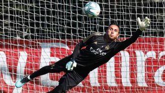 Keylor Navas ataja en un entrenamiento del Real Madrid