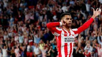Gakpo festeja su gol con el PSV