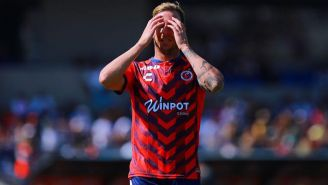 Cristian Menéndez se lamenta tras una falla de Veracruz