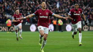 Chicharito Hernández celebra un gol con West Ham