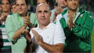 Rodrigo 'Pony' Ruiz en un reconocimiento de club Santos