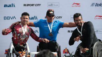 Francisco Sanclemente festeja tras triunfo en Maratón de la CDMX