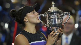 Bianca Andreescu con el trofeo del US Open