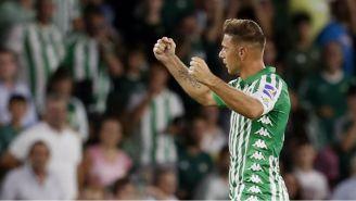 Joaquín celebrando su anotación con Betis