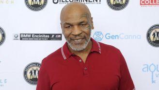 Mike Tyson posando para una fotografía
