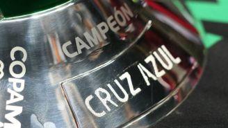 Trofeo de Copa MX marcando a Cruz Azul como campeón en 2018