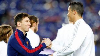 Messi y Cristiano Ronaldo se saludan previo a un Clásico