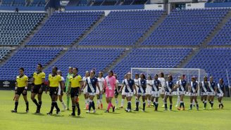 Ceremonia protocolaria en juego de la Liga MX Femenil