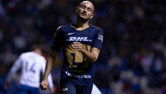 Carlos González lamentándose en el partido ante Puebla