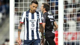 Lionel Vangioni y Marcelo Barovero lamentan un gol recibido
