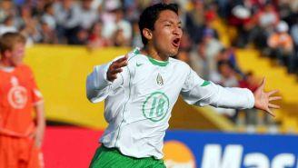 César Villaluz festeja uno de sus goles vs Holanda en Perú 2005