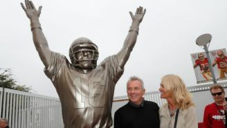 Joe Montana en la revelación de su estatua